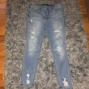 Blue ripped jean in great condition
